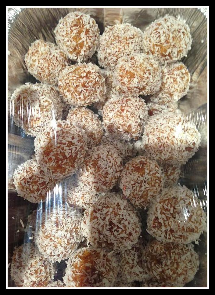 Walnut & date energy balls
